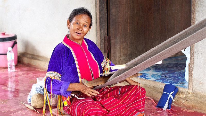 Pacam Dara-Ang woman weaving