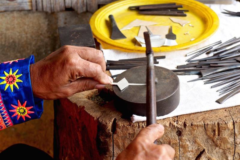 making a ring by Hmong Silversmith