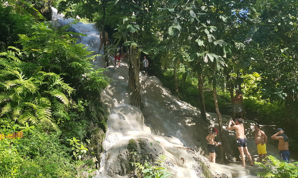 Tourists on Buatong Waterfall