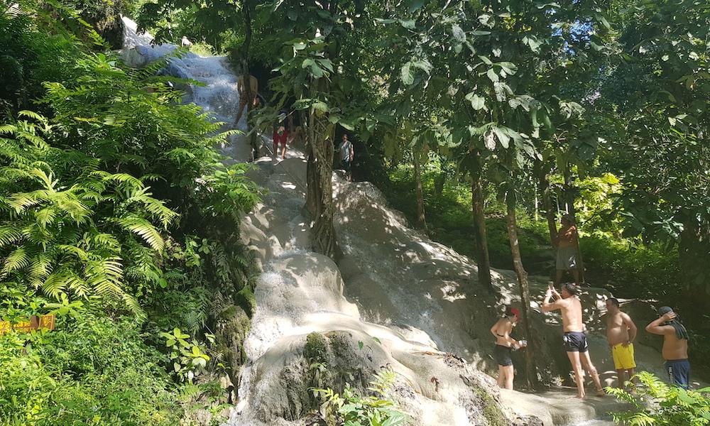 Tourists on Buatong Waterfall