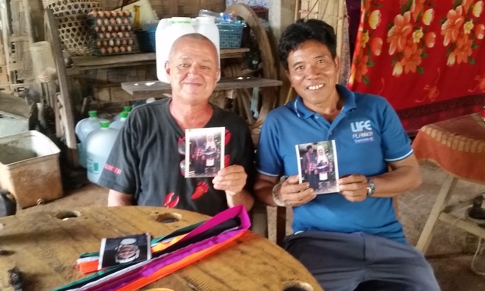 Frans and Amoe sharing pictures at the Akha village Ban Apha