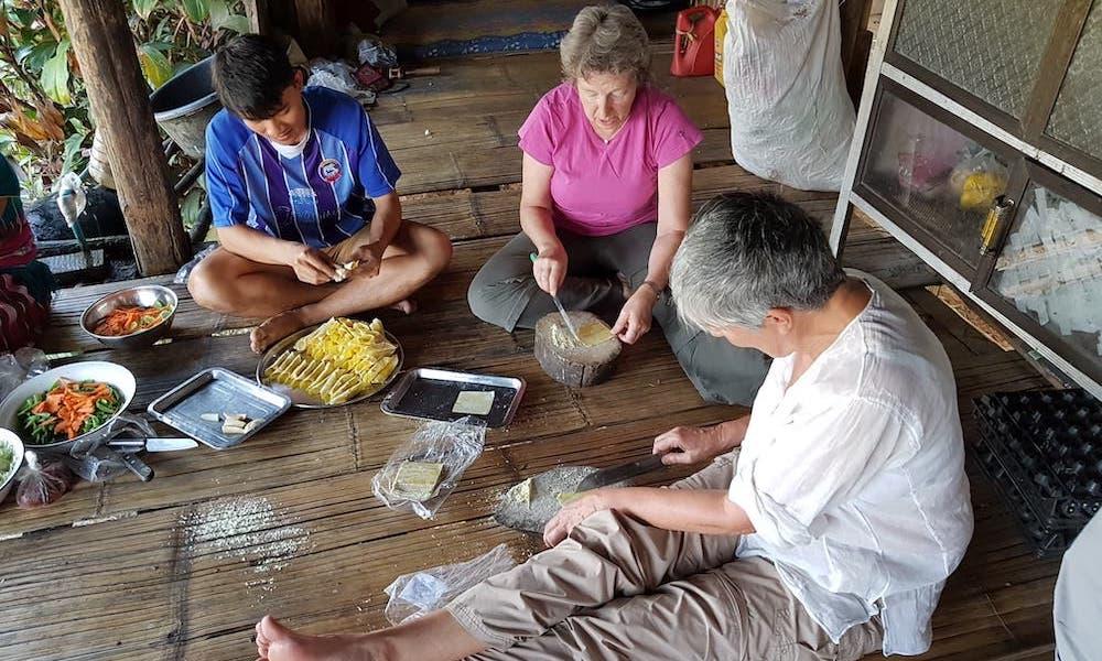 Huay Khao Lip Dinner preparation