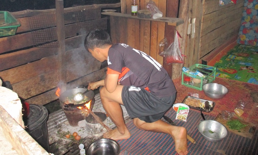 guide cooking during bike trip