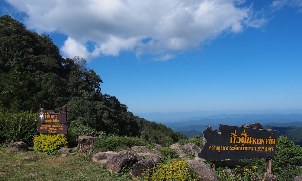 Kiw Fin viewpoint with signs