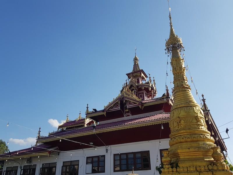 Buddhist temple Mae Sariang Loop